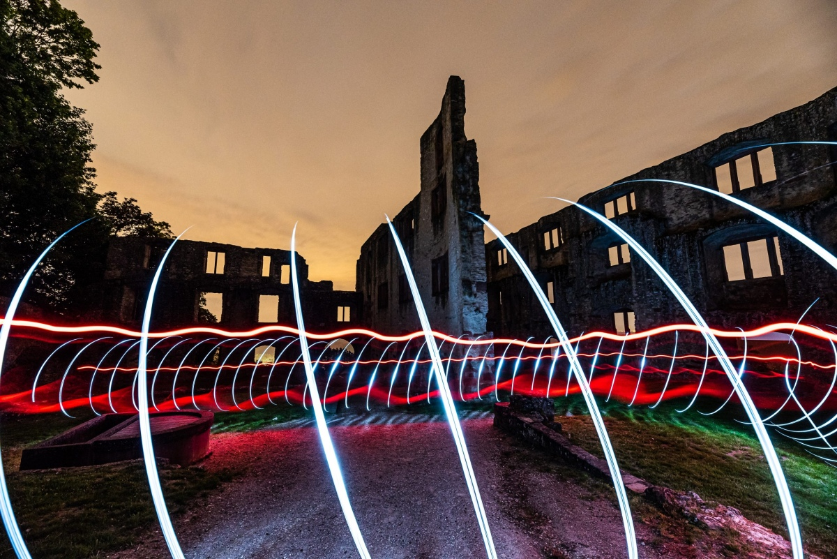 Lightpainting-Landskrone-mit-Rot-scaled