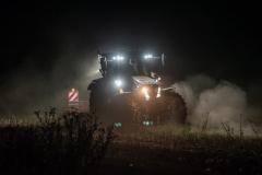 Traktor-auf-dem-Feld-3-scaled