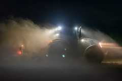 Traktor-auf-dem-Feld-9-scaled