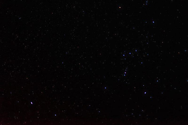 Das ist die bearbeitete Aifnahme des Nachthimmels. Es ist erstaunlich, wieviele Details und Farben noch in der RAW-Aufnahjme steckten, die unbearbeitet so unspektakulär aussieht. (Foto: Andreas Lerg)